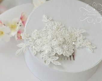Vintage Bridal Hair Comb, Wedding Headpiece Fascinator with Beaded Lace in Ivory