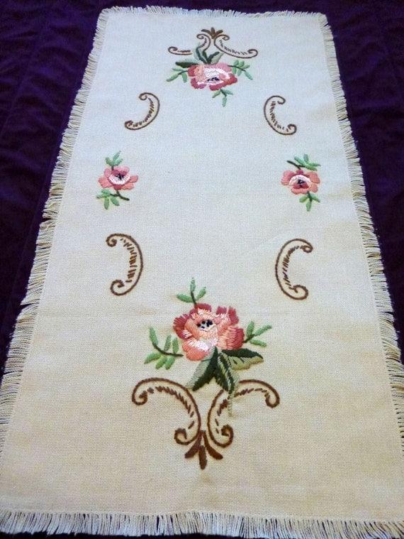 vintage broderie chemin de table roses de fleurs nappe. Black Bedroom Furniture Sets. Home Design Ideas