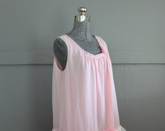 1960s Pink Baby Doll Short Nightie Nightgown. Triumph International. Mad Men Trudy Campbell Lingerie. Size L.