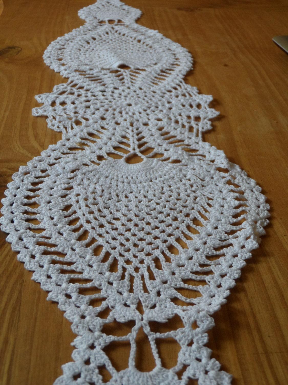 camino de mesa tejido al crochet en forma de por