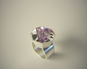 ring from the collection RUM BLOSSOM with an amethyst as a rose