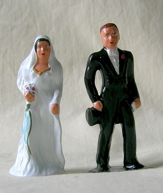 Traditional Bride & Groom 3 Wedding Cake Topper/gift