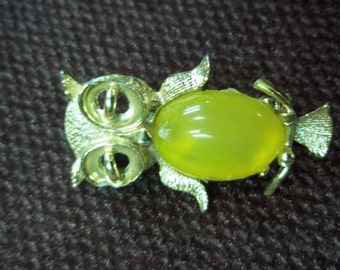Vintage Gold Tone Owl Pin or Brooch