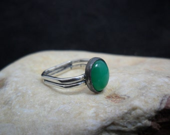 Sterling silver ring set with a chrysoprase