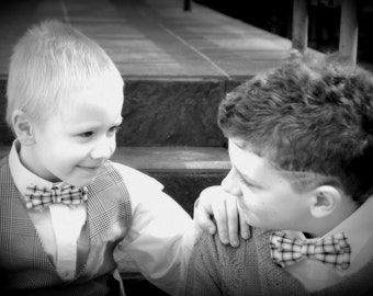 Father and son matching pre-tied bow ties. Bow ties for father and son. Wedding bow tie. Boy kids bow tie. Family picture. Checked bow tie