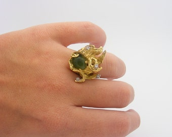 Jade and Diamond Ring. 14K Yellow Gold