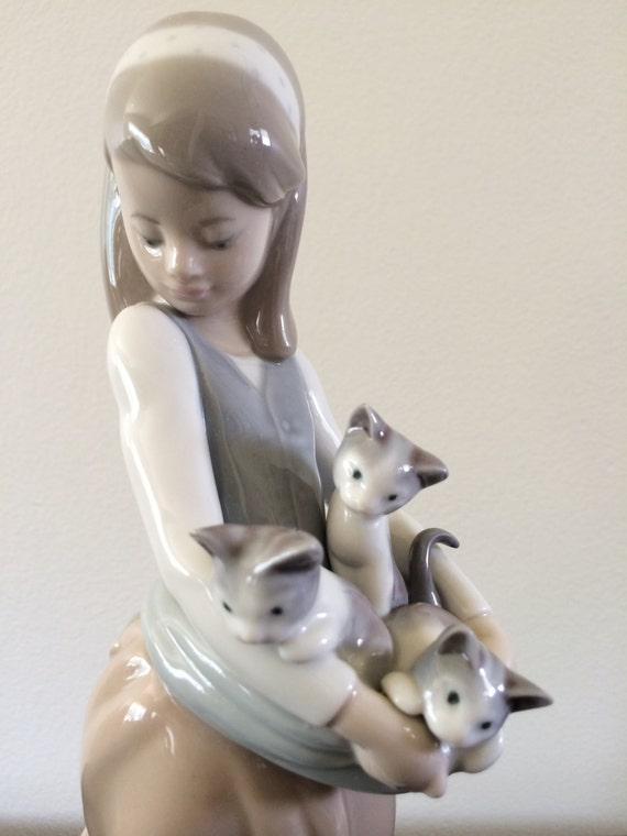 Lladro Nao Girl With Cat