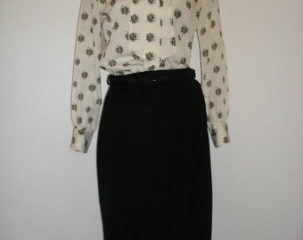50s-60s black pencil skirt. Mint condition and Mad Men secretary perfection, black wool wiggle secretary skirt. Size M.