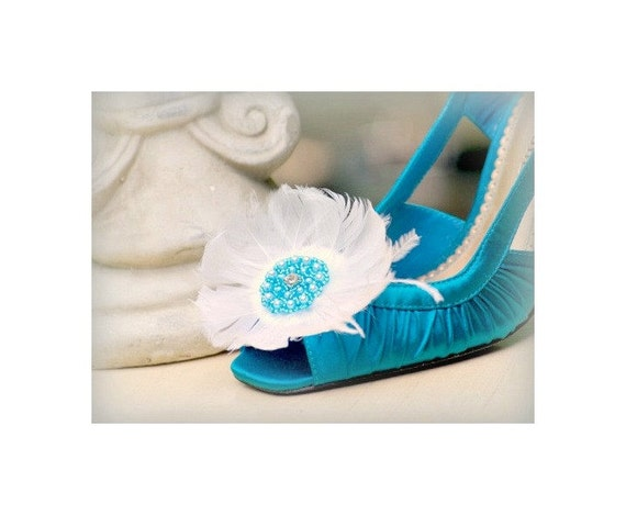 Something Blue Shoe Clips. White Aqua Flower, Feather Pearl. Cottage Shabby Chic Bride Bridal Sexy Sophisticated Elegant. Glamourous Wedding