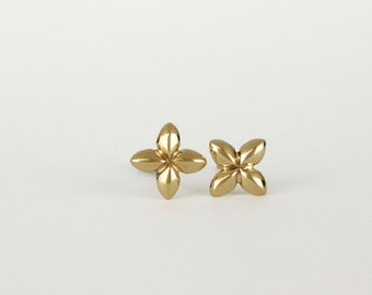 Solid gold stud earrings, 14k gold earring, gold flower stud earrings, gold studs