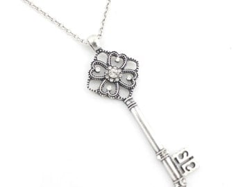 Gorgeous Silver-tone Floral Crystal Key Pendant Necklace,R1