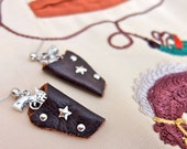 Dark brown & silver 1950s style western holster earrings – pierced or clip