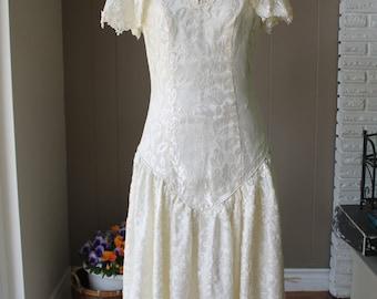 20s Cream Basque Waistline Wedding Dress 70s High Low hem wedding dress Flutter Sleeve lace wedding dress/