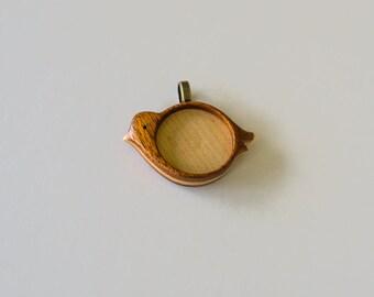 """Bird pendant tray - Mahogany and Maple - 1"""" - 25.5 mm cavity - Brass Bail - (X12-MMp)"""