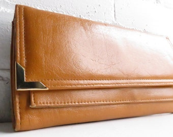Vintage Butterscotch Brown Leather Clutch with Gold Detailing. Classic vintage leather clutch. Vintage 1970's leather purse.