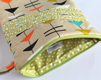 Ipad mini sleeve, zipper case. Tan arrows and triangles, Ruffled green polka dots. Kindle, notebook, tablet. Padded protective cover.