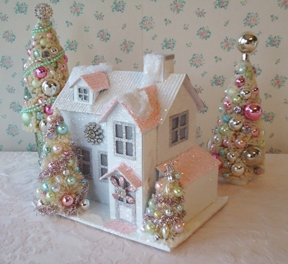 Lighted shabby chistmas cottage with bottle brush trees - Manualidades shabby chic ...