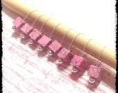 Snag Free Stitch Markers Medium Set of 8 -- Pink and Black Stone Cubes -- M84 -- For up to size US 11 (8mm) Knitting Needles