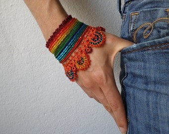 Crocosmia Aurea: beaded crochet bracelet with orange, red, yellow, green and turquoise blue beaded details