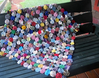 YoYo Quilt Cover Tablecloth Porch Swing Primitive Chair Folk Art Cottage Farmhouse Cabin Mat Nursery Photo Prop