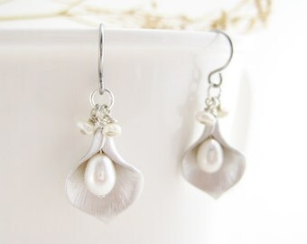Calla Lily Earrings - silver flower dangle earrings with white freshwater pearl, bridal jewelry, June birthstone, bridesmaids gift