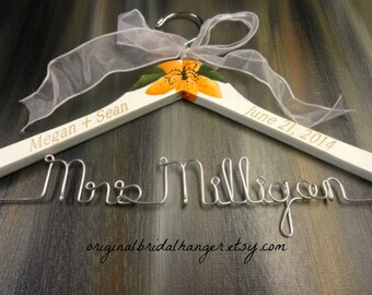 Engraved Wedding Hangers Hand Painted Flowers White Wooden Hangers Personalized Wire Names Wedding Photo Props