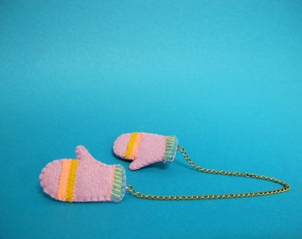 Mitten Collar Keepers in Lavender