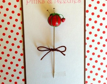 Brand New ICONIC TOMATO Pincushion Design with STRAWBERRY Pin Topper
