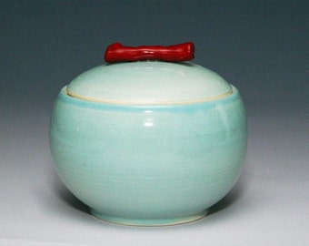 Celadon jar with polished red coral handle