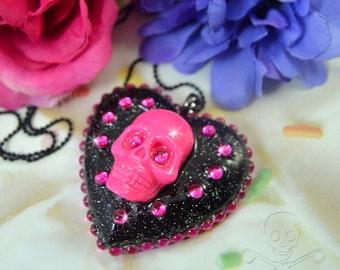 BEAUTIFUL CORPSE - Fuschia Skull Resin Heart Cameo Necklace