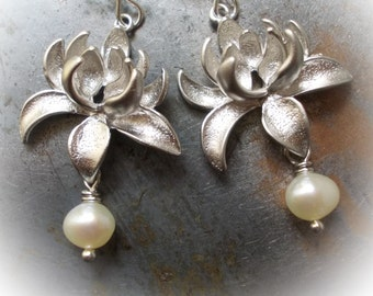 Pearl silver flower earrings sterling dangle earrings for women mum floral cottage chic shabby rhodium plated lotus flowers white gold bride