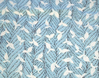 """SALE vintage 80s cotton fabric, featuring great stylized vine print, 33"""" x 34"""""""