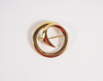 Monet Circle Gold Tone Brooch Vintage 60s Jewelry