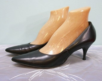 Vintage 50s 60s Shoes / Black High Heel Shoes / Size 9.5 Narrow