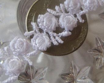 Venise Lace Delicate White Rosebud Trim Old Fashioned Favorite 2 Yards  V-4