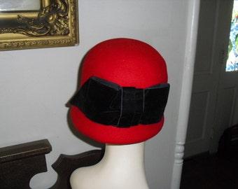 Adorable Vintage Red Felt  Flapper Hat With Big Black Velvet Bow