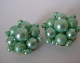 Green Cluster Earrings Clip Vintage