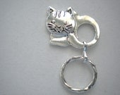 Magnetic or Pin ID Badge Holder or Eyeglass Reading /Sun Glasses  Holder Silver Colour Cute Cat!  Extra Magnet Applied