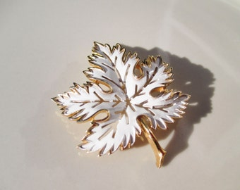 "Trifari "" Frosted Maple Leaf "" Gold Toned White Enamel Leaf Brooch Pin Antique Vintage"