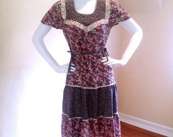 Vintage 1970's Sweet Floral Print Knee-Length Prairie Dress