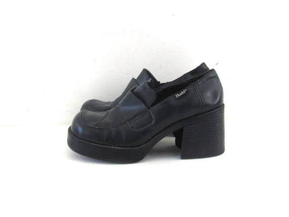 vintage black loafers. chunky heel loafers. by dirtybirdiesvintage