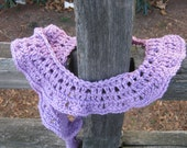 easy potato chip style lace worsted crochet weight beginner scarf with a twist! Ruffles Have Ridges - by anastacia knits designs