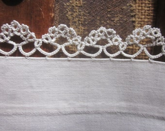 Antique Tatted Lace Linen Runner White on White