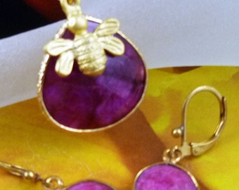 Natural Multifaceted Ruby Gemstone with 22k Turkish Gold Plated Bee Charm Necklace Set