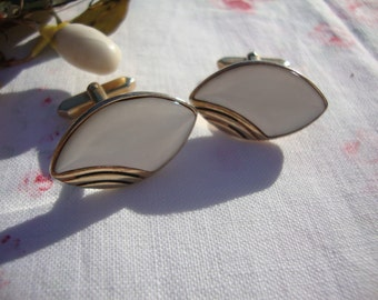 Vintage French Gold Plated Cuff Links / Vintage Mother of Pearl Cuff Links / Vintage Man Accessory / Vintage Chic Shirt Accessory