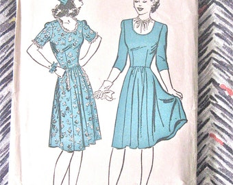 Early 1940s Advance 3304  Dress Vintage 40s Sewing Dress  Pattern  Bust 34
