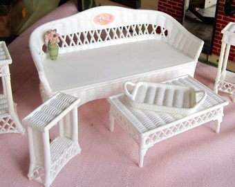 Miniature 6 piece White Plastic   Patio set . Dollhouse Furniture