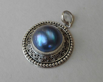 Balinese sterling Silver blue gray mabe pearl Pendant  / silver 925  / Bali Handmade silver Granulation technique / 1 inch diameter