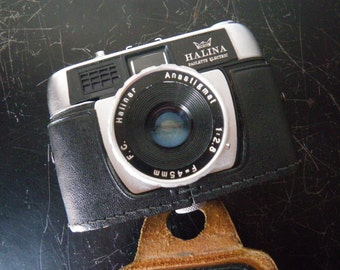 Vintage Halina Paulette Electric Camera - with original case from the 1960s.
