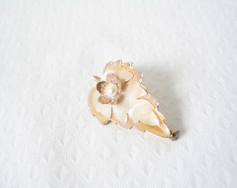 NEW YEAR SALE! Elegant 1950s brass, mother of pearl and costume pearl leaf statement pin brooch